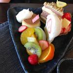 白栄堂 - 苺タルト、栗とチョコのケーキ、苺生大福、プリン、フルーツ