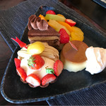 白栄堂 - 苺タルト、モンブラン、苺チョコショートケーキ、プリン、フルーツ