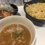 麺屋 侍 - 超濃厚魚介スープのつけ麺