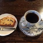 赤い屋根の喫茶店 駅舎 - ケーキセット(チョコチップケーキ+コーヒー)