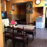 AAMA - 店内、元中華料理屋らしい。