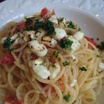 68017897 - トマトとモッツァレラチーズのペペロンチーノ