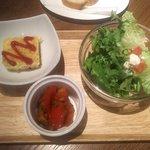 ロブロス バイ ヨッコーズ リコ テーブル - 前菜2種&サラダ