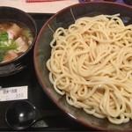 鬼吉 - 大皿で特盛1600g