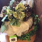 カフェ キャラメルママ - 造花も素敵な飾り方