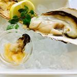 オイスタールーム - 生牡蠣とマリネ!       レモンたっぷり絞ってね⭐︎       んますぎる♡
