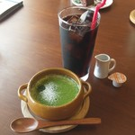 カフェ & バー 段 - 抹茶ティラミス、アイスコーヒー。