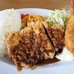 ハンター - ハンターのランチ鶏モモ肉に掛かる熟成ドミグラスがたまりまてん