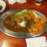 中華料理 八戒 - ビーフカツのせカレー牛ナン飯、海老チリ掛け
