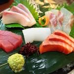 魚屋海老蔵 - 5種盛り 1350円
