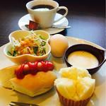 うさ豆カフェ - 料理写真:ブレンドコーヒー¥400 ドック&蒸しパンモーニング(2017/6現在)