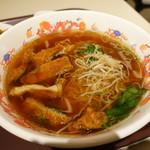 魏飯吉堂 - カレー風味のパイコー麺