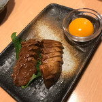 あづま - モツァレラチーズのニンニク醤油つけ
