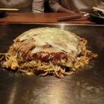 恋鯉 - そばもちチーズお好み焼 1150円+税