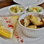 68039922 - 前菜三種 ブロッコリーとアンチョビーのサラダ 空豆のフリッタータ  アンチョビ-ドポテト バーニャカウダ仕立て