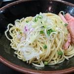 麺処 晴 - 冷やし和え玉・塩 200円