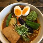奥芝商店 - 豚の塊煮カリー+旬野菜+半熟卵