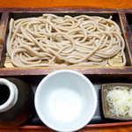 手打そば 中原 かしわ - 料理写真:田舎そば(¥721)。十割そばを想像していたら、こう来ましたか! つゆは鰹の香り豊か