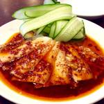 中国上海料理 豫園 - 「ニンニクキュウリと豚肉四川風和え」(単品は380円)。