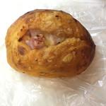 OPERA - ベーコン ドライトマトチーズパン