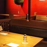 炭火原始焼と蔵元焼酎の店 のどぐろの中俣 - 店内テーブル席