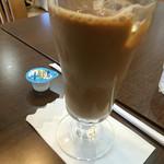 桜ん房 - カフェ・オ・レプラス100円、少し苦い、あまり私好みでなく、コーヒーにすれば良かったかも。