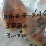 パンの小屋 - 料理写真:前日の残りセット4つ370円。たいていクリームチーズ小倉が入っている。