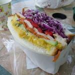 こむぎのもりブンブン - 料理写真:5種の野菜サンド286円(内税)。