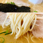 潘陽軒本店 - 麺は中細麺のこれまた久留米らしいいかにもって感じでこれも安心感だな~