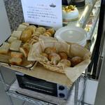 奄美きょら海工房 - パスタ等を注文するとこちらのパンが食べられる