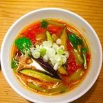 ザ スヌープ - 料理写真:とまとらーめん 茄子 (辛味ネギ鶏油トッピング)