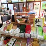 和束茶カフェ - 和束茶カフェには100種程の茶農園のお茶。イートインも併設(2017.5月)