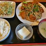 愛寧小吃 - レバニラ定食