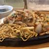 味しん食堂 - 料理写真:焼きそば 800円。