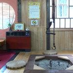 そば処 三之助 - 座卓と囲炉裏端、、落ち着きます