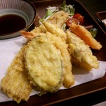 68071300 - すしと天ぷら定食