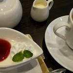 ビアー ダイニング パーム - デザートのヨーグルトに、コーヒー