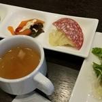 ビアー ダイニング パーム - ランチにセットの前菜、サラダ、スープ