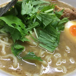 麺屋 白神 - スープはいい意味でボヤけてる