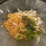 魚貝三昧 げん屋 - 新玉ねぎのサラダ