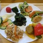 のどか - 純国産鶏さくら卵のたまごかけご飯セットの野菜のプレート