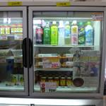 なみかた羊肉店 - この冷蔵ケースにあんじゃもが陳列されています。