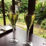 68079009 - シャンパンで乾杯