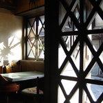 6808701 - 窓から差し込む陽の光が万華鏡のようでとても綺麗でした
