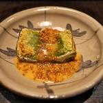竹ざき - ヨモギの焼き豆腐。焼いた香りもごまの風味も相乗効果でため息でる完成度。