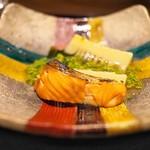 竹ざき - ますと花山椒、たけのこ、ワカメの炊き合わせ。