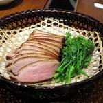 蓮香 - 腊鸭脯肉(武州鴨スモーク揚げ、マカオのミントソース)