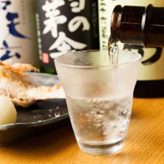 日本全国から仕入れた日本酒の数々をご堪能ください