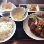 阿里山城 - 揚げ鶏肉の黒ずかけセット