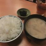 とんかつ大門 檍 - ご飯と味噌汁